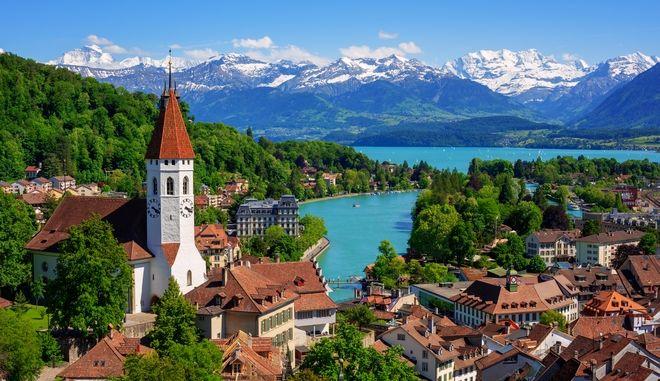 Ελβετία: Η χώρα χωρίς εχθρούς που θέλει να δαπανήσει 5,5 δισ. σε εξοπλιστικά