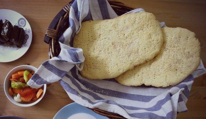 Λαγάνα με καλαμποκίσιο ψωμί