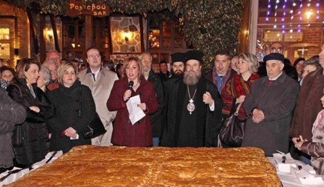 Χριστόψωμο βάρους εκατόν ογδόντα κιλών παρασκευάστηκε στην Αρναία