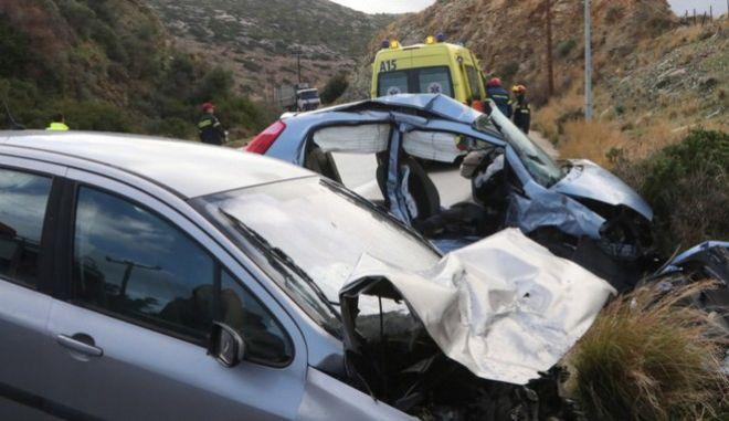 Πολύνεκρο τροχαίο στην Κρήτη: Μαζί κηδεύονται μάνα και κόρη - Μάχη για τη ζωή δίνει ο πατέρας