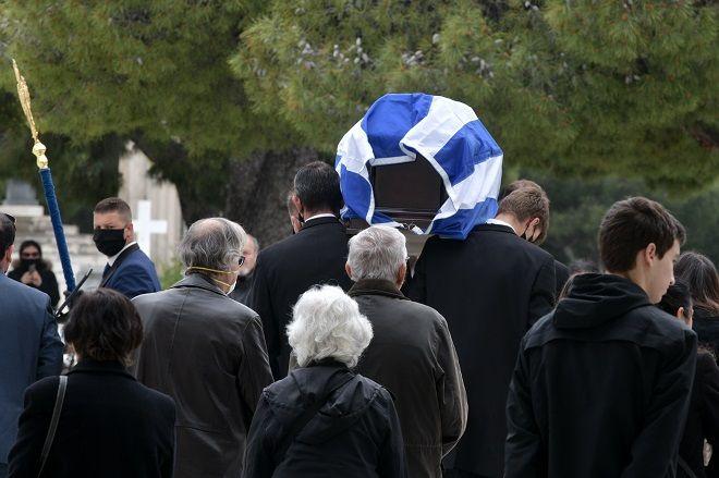 Α΄ Νεκροταφείο κηδεία Μανώλη Γλέζου. Πεμπτη 1 Απριλίου 2020.  (EUROKINISSI/ ΤΑΤΙΑΝΑ ΜΠΟΛΑΡΗ)