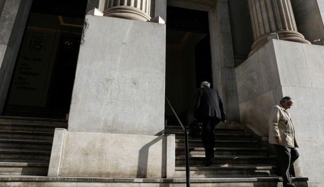 Αυστηροποίηση capital controls φοβούνται οι καταθέτες