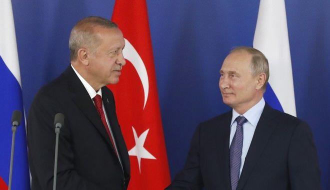 Οι πρόεδροι Ρωσίας και Τουρκίας Βλαντιμίρ Πούτιν και Ρετζέπ Ταγίπ Ερντογάν σε συνάντησή τους τον Αύγουστο του 2019