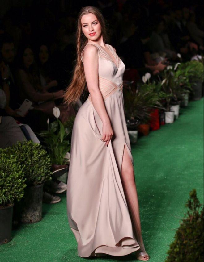 Εντυπωσίασε με την λαμπερή παρουσία της στην Athens Xclusive Designers Week η Σταρ Ελλάς Μαρία Ψηλού