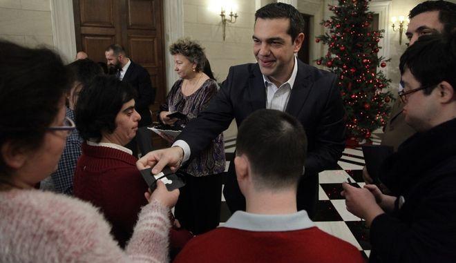 Πρωτοχρονιάτικα κάλαντα στον  Πρωθυπουργό, Αλέξη Τσίπρα από τον Σϋλλογο Συνδρόμου Down Ελλάδος το Σάββατο 31 Δεκεμβρίου 2016. (EUROKINISSI/ΓΙΑΝΝΗΣ ΠΑΝΑΓΟΠΟΥΛΟΣ)