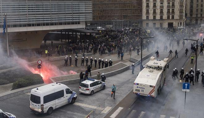 Επεισόδια μεταξύ διαδηλωτών κατά της συμφωνίας του ΟΗΕ για την μετανάστευση και αστυνομίας στις Βρυξέλλες