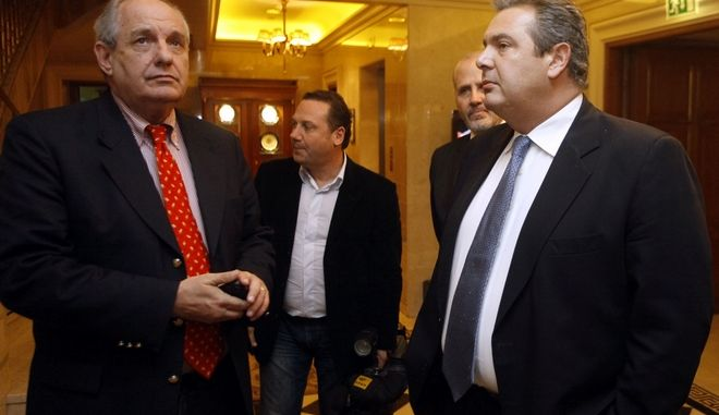 """Συνάντηση του προέδρου των """"Ανεξάρτητων Ελλήνων"""" Πάνου Καμμένου στην Βουλή με τον Μιχάλη Χρυσοχοΐδη, την Τρίτη 22 Ιανουαρίου 2013.  (EUROKINISSI/ΓΙΩΡΓΟΣ ΚΟΝΤΑΡΙΝΗΣ)"""