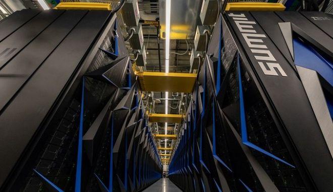 Οι ΗΠΑ έχουν ξανά τον ισχυρότερο υπερυπολογιστή