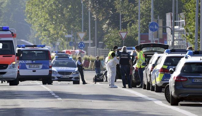 Αστυνομικά οχήματα και ασθενοφόρα στη Γερμανία (φωτογραφία αρχείου)