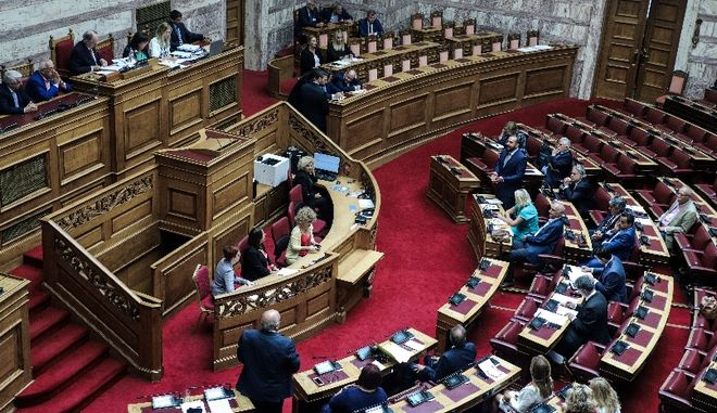 Κυβερνητικές πηγές: Έλειπε το 1/3 των βουλευτών του ΣΥΡΙΖΑ στην ονομαστική για την ΕΥΠ