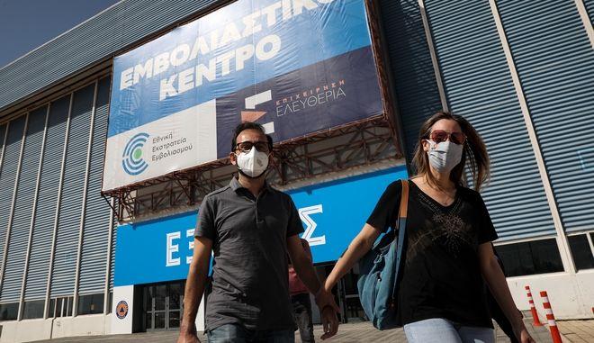 Στιγμιότυπο από το το mega εμβολιαστικό κέντρο στο Ελληνικό