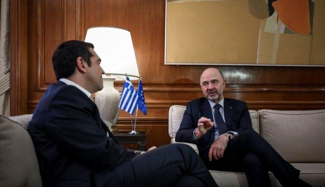 Στιγμιότυπο από τη συνάντηση του Πρωθυπουργού, Αλέξη Τσίπρα με τον Ευρωπαίο Επίτροπο Οικονομικών και Νομισματικών Υποθέσεων, Πιερ Μοσκοβισί