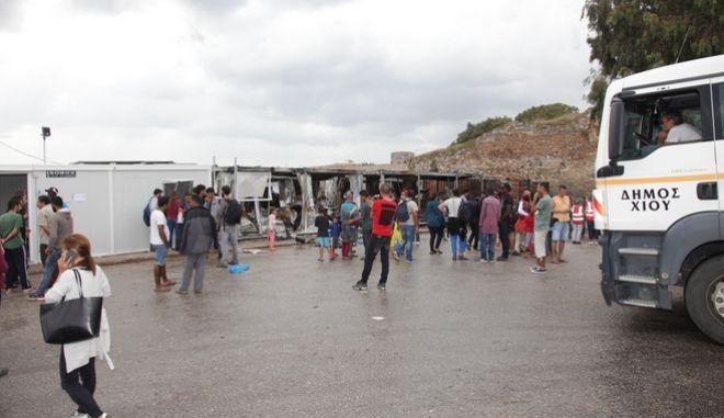 Επεισόδια τα ξημερώματα του Σαββάτου 8 Οκτωβρίου 2016, στον χώρο φιλοξενίας προσφύγων στη Σούδα της Χίου. Λίγο μετά τις 03.00 ομάδα μεταναστών ξεκίνησε τις διαμαρτυρίες, που κατέληξαν τελικά σε πρόκληση πυρκαγιάς στον καταυλισμό. Χρειάστηκε η επέμβαση των ΜΑΤ και ο αποκλεισμός μεταναστών στο ένα σημείο του καταυλισμού για να μπορέσει να επέμβει η πυροσβεστική για την κατάσβεση της φωτιάς. Σύμφωνα με τον μέχρι στιγμής απολογισμό, έξι λυόμενοι οικίσκοι έχουν καεί ολοσχερώς και έχουν προκληθεί εκτεταμένες ζημιές σε άλλους δύο. (EUROKINISSI)