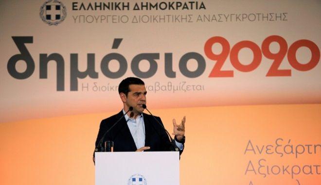 Τσίπρας: Κυρίαρχος άξονας η αποκομματικοποίηση του κράτους
