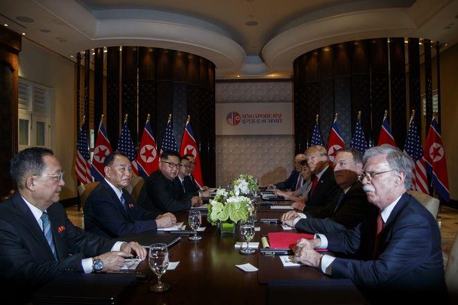 Οι αντιπροσωπείες των δύο χωρών στο τραπέζι των διαπραγματεύσεων