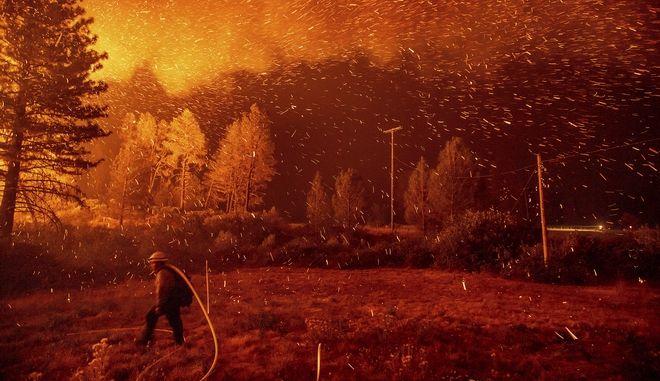 Νέα μεγάλη φωτιά κατακαίει την Καλιφόρνια