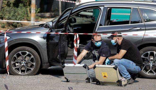 Δύο άγνωστοι που επέβαιναν σε μηχανή πυροβόλησαν και σκότκωσαν τον επιχειρηματία στο Χαϊδάρι