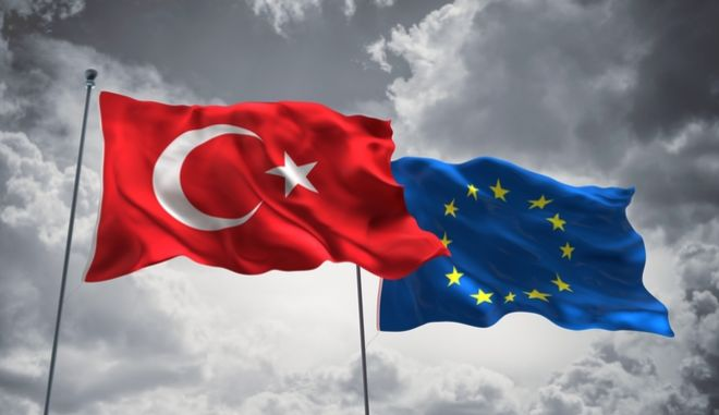Οι σημαίες της Ευρωπαϊκής Ένωσης και της Τουρκίας