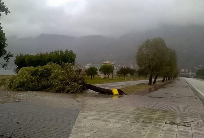 Εκτεταμενες ζημιες σε πολλες περιοχες των νησιων του Ιονιου Πελαγους αφησε στο περασμα του ο κυκλωνας Ιανός