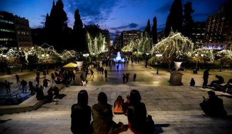 Χριστουγεννιάτικος στολισμός στην πλατεία Συντάγματος