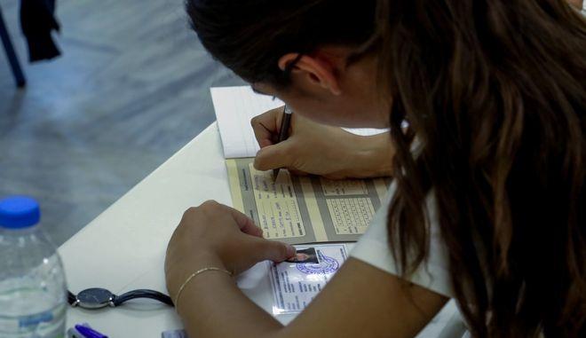Έναρξη Πανελλαδικών εξετάσεων σήμερα στα Γενικά Λύκεια  της χώρας,στιγμιότυπο από εξεταστικό κέντρο στο Ηράκλειο της Κρήτης, Δευτέρα 15 Ιουνίου 2020 (EUROKINISSI)