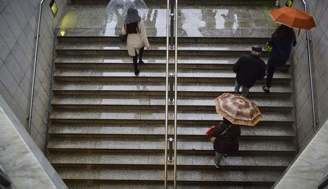 Στιγμιότυπο από τη βροχερή Αθήνα.Πέμπτη 16 Νοεμβρίου 2017(EUROKINISSI//ΛΥΔΙΑ ΣΙΩΡΗ)