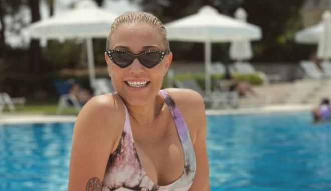 Πηνελόπη Αναστασοπούλου: Οι πόζες αγκαλιά με την κορούλα της έκαναν το Instagram να λιώσει
