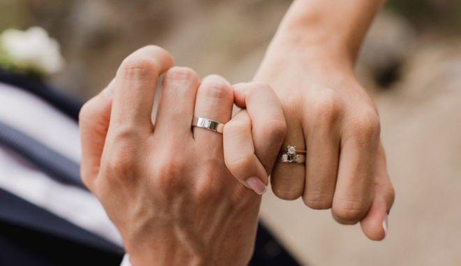 Γονιός θέλει να παντρευτεί με το ενήλικο παιδί του και διεκδικεί την αλλαγή των νόμων της Νέας Υόρκης, που προβλέπουν ποινή φυλάκισης για αιμομιξία.