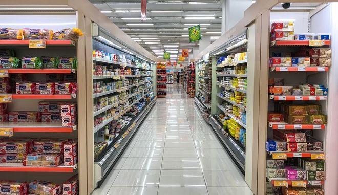 Σούπερ Μάρκετ: Οι αναπόφευκτες αυξήσεις τιμών και το (προσωρινό) ανάχωμα των private labels