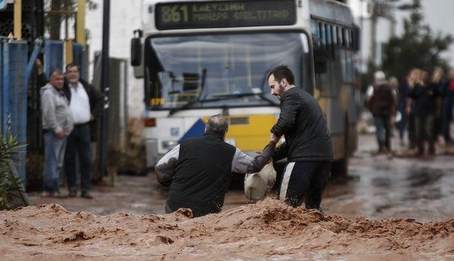 Πλημμύρες και καταστροφές στη Μάνδρα Αττικής. Τετάρτη 15 Νοέμβρη 2017. (EUROKINISSI / Στέλιος Μισίνας)