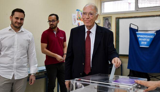 Ο Πρόεδρος της ΕΚ την ώρα της ψηφοφορίας