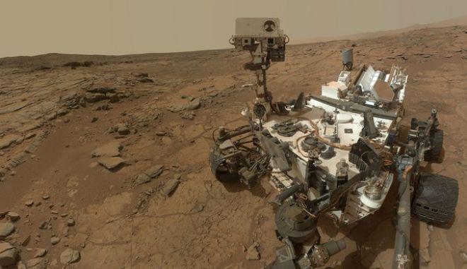 """Νέα ευρήματα από το ρόβερ Curiosity στον Άρη ίσως """"δείχνουν"""" την ύπαρξη μικροοργανισμών"""