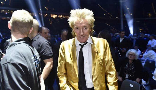 Singer Rod Stewart arrives before performing prior to the world heavyweight title fight between Ukraine's Wladimir Klitschko and Britain's Tyson Fury for Klitschko's WBA, IBF, WBO and  IBO belts in the Esprit Arena in Duesseldorf, western Germany, Saturday, Nov. 28, 2015. (AP Photo/Martin Meissner)