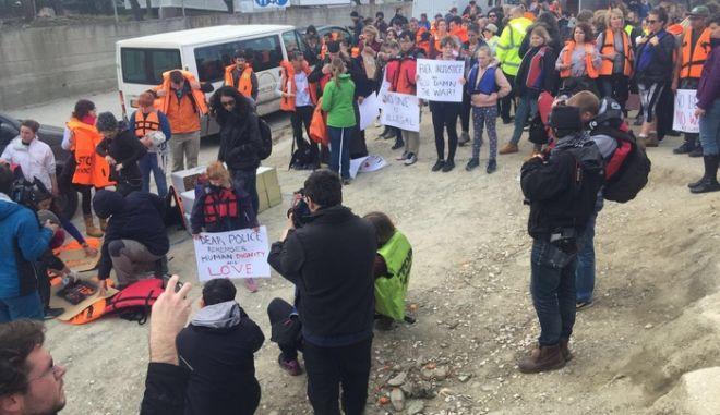 Πορείες διαμαρτυρίας στη Λέσβο με ένταση και μία προσαγωγή