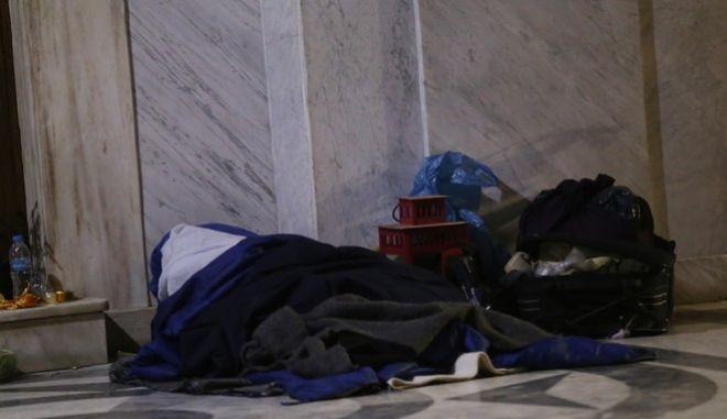 Άστεγος στην περιοχή της Πλάκας