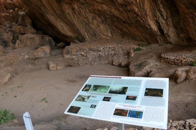 Στιγμιότυπο από το εσωτερικό του σπηλαίου