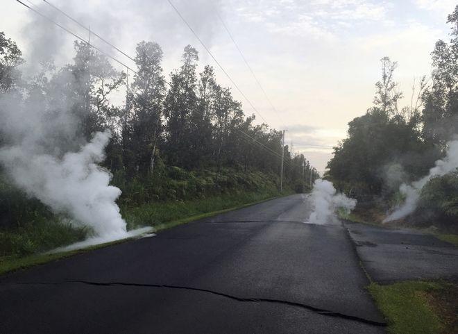 Η λάβα έχει υποτάξει την άσφαλτο στη Χαβάη
