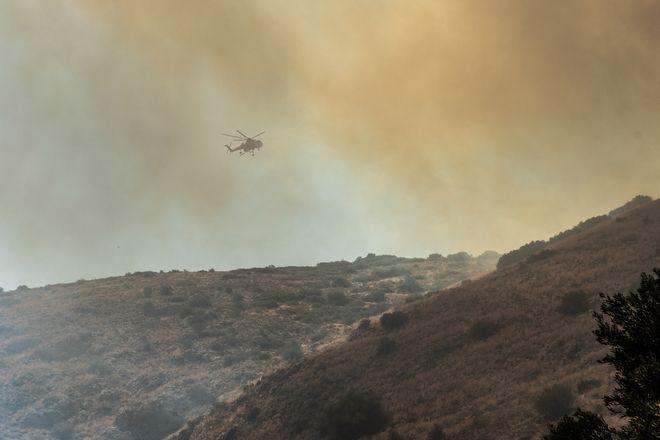 Μαίνεται η φωτιά στη λίμνη Εύβοιας - Κάηκαν οικισμοί
