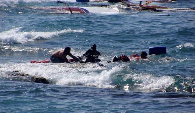 Ναυάγιο με θύμα μια γυναίκα έξω από το λιμάνι της Μυτιλήνης. Ο 'Ταξιάρχης' διέσωσε 41 πρόσφυγες