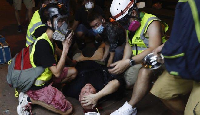 Δακρυγόνα κατά διαδηλωτών στο Χονγκ Κονγκ