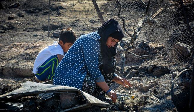 Πυρκαγιά στον προσφυγικό καταυλισμό της Μόριας.