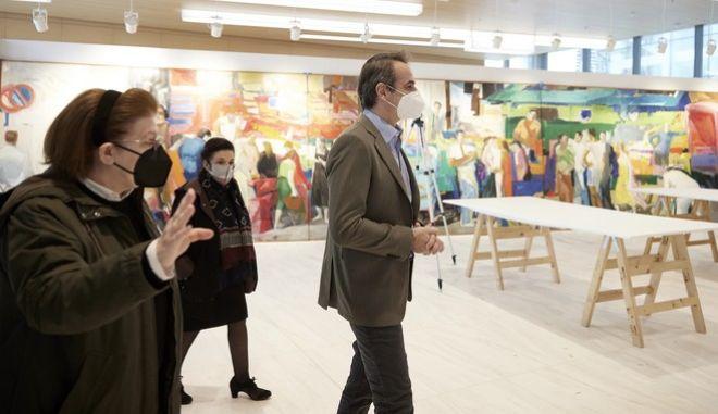 Ο Κυριάκος Μητσοτάκης και η Λίνα Μενδώνη στην Εθνική Πινακοθήκη