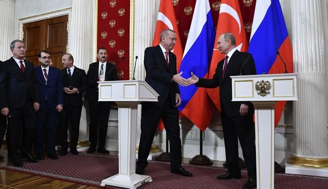 Ο Ρώσος πρόεδρος Βλαντίμιρ Πούτιν και ο Τούρκος ομόλογός του Ρετζέπ Ταγίπ Ερντογάν κατά τη συνάντηση τους στη Μόσχα
