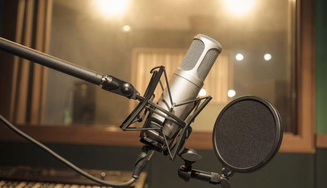 Μικρόφωνο σε στούντιο ηχογράφησης