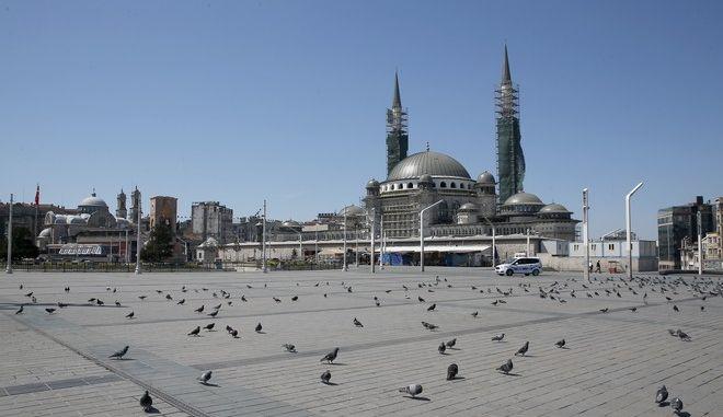 Η άδεια πλατεία Ταξίμ στην Κωνσταντινούπολη σε καιρό πανδημίας κορονοϊού