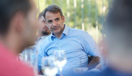 Ο Κυριάκος Μητσοτάκης σε συνάντησή του με πολίτες