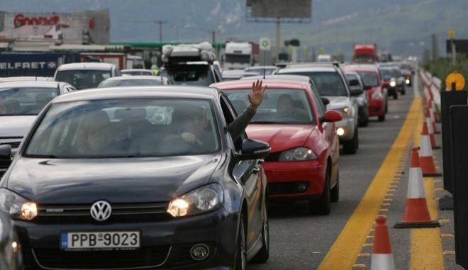 ΥΠΟΙΚ: Καμιά αλλαγή στα τέλη κυκλοφορίας