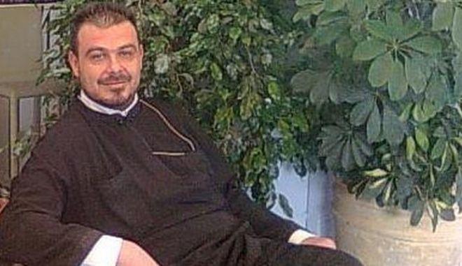 Άνοιξε και δεύτερο προφίλ στο facebook ο πατήρ Χριστόφιλος