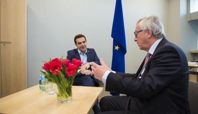 Συνάντηση του πρωθυπουργού ΑΛέξη Τσίπρα με τον πρέοδρο της Ευρωπαϊκής Επιτροπής Ζαν Κλοντ Γιουνκερ την Παρασκευή 22 Μαΐου 2015, στο περιθώριο της Συνόδου Κορυφής της Ευρωπαϊκής ¨Ενωσης στην Ρίγα της Λετονίας. (ΓΡΑΦΕΙΟ ΤΥΠΟΥ ΠΡΩΘΥΠΟΥΡΓΟΥ/ANDREA BONETTI/EUROKINISSI)