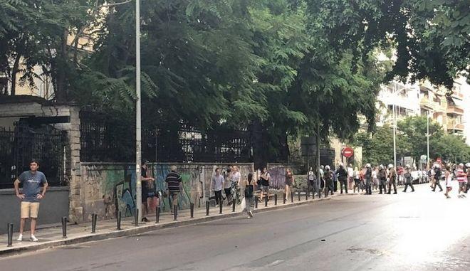 """Θεσσαλονίκη: Επίθεση ακροδεξιών στον Ελεύθερο Κοινωνικό Χώρο """"Σχολείο"""""""